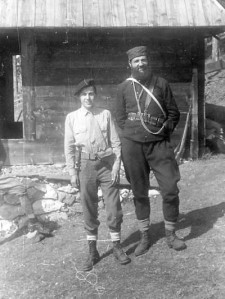 Поручник Елсворт Крамер у ослобођеном Крушевцу; с лева потпуковник Драгутин Кесеровић